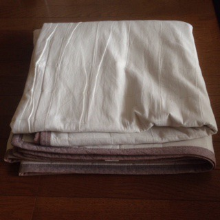 ニットは暑いので綿平織洗えるキルティングラグを敷きました。 ¥3900 → 15%off ¥3325