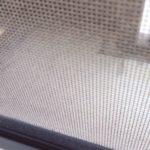 【オキシクリーン】ほこりのついた網戸もスッキリ!